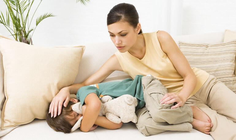 Что делать при рвоте и болях в животе у ребенка