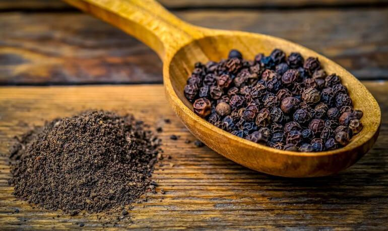 Как принимать черный перец горошком от диареи. Черный перец горошком от поноса