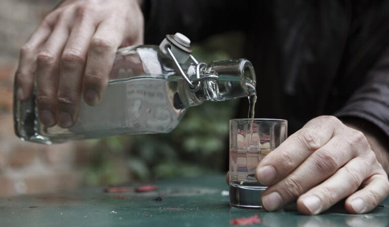 Вред суррогатного алкоголя и жидкостей