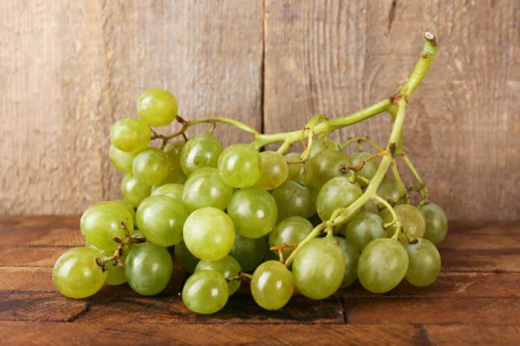 Причины отравления виноградом