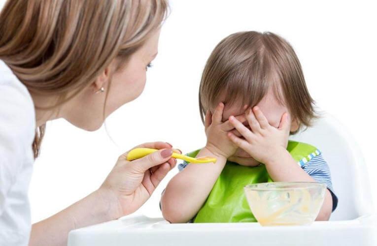 Ребенка тошнит после еды